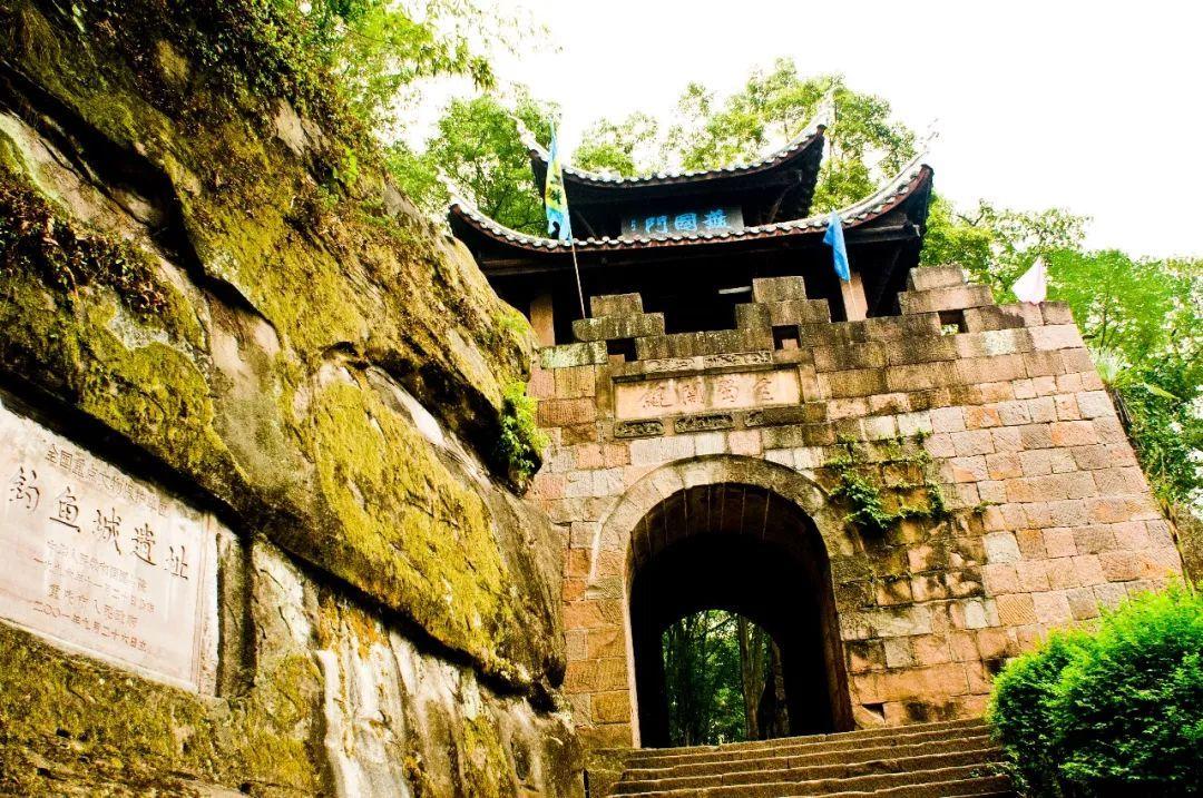 另外,重庆市合川区涞滩古镇二佛寺门票价格将由原来的30元/人降为20元