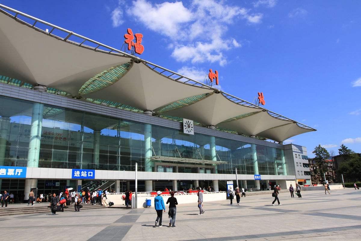 春节假期火车站地区公交车加密