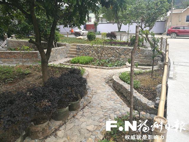 长乐:房前屋后建菜园花圃 为乡